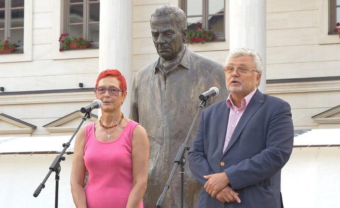 У ГРАДУ КОЈИ ПЛЕНИ ПЛЕМЕНИТОШЋУ И ДУХОВНИМ БОГАТСТВОМ: Руски писац Јуриј Пољаков отворио трећи Сајам књига у Андрићграду